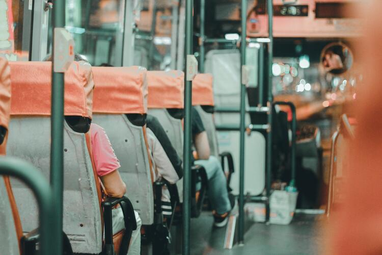 passengers-on-bus-using-routing-software