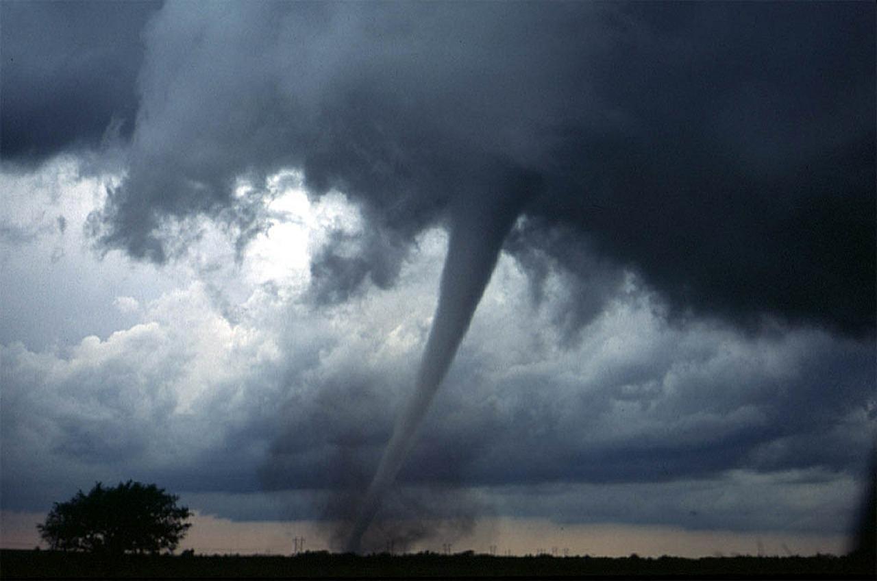 tornado-572504_1280.jpg